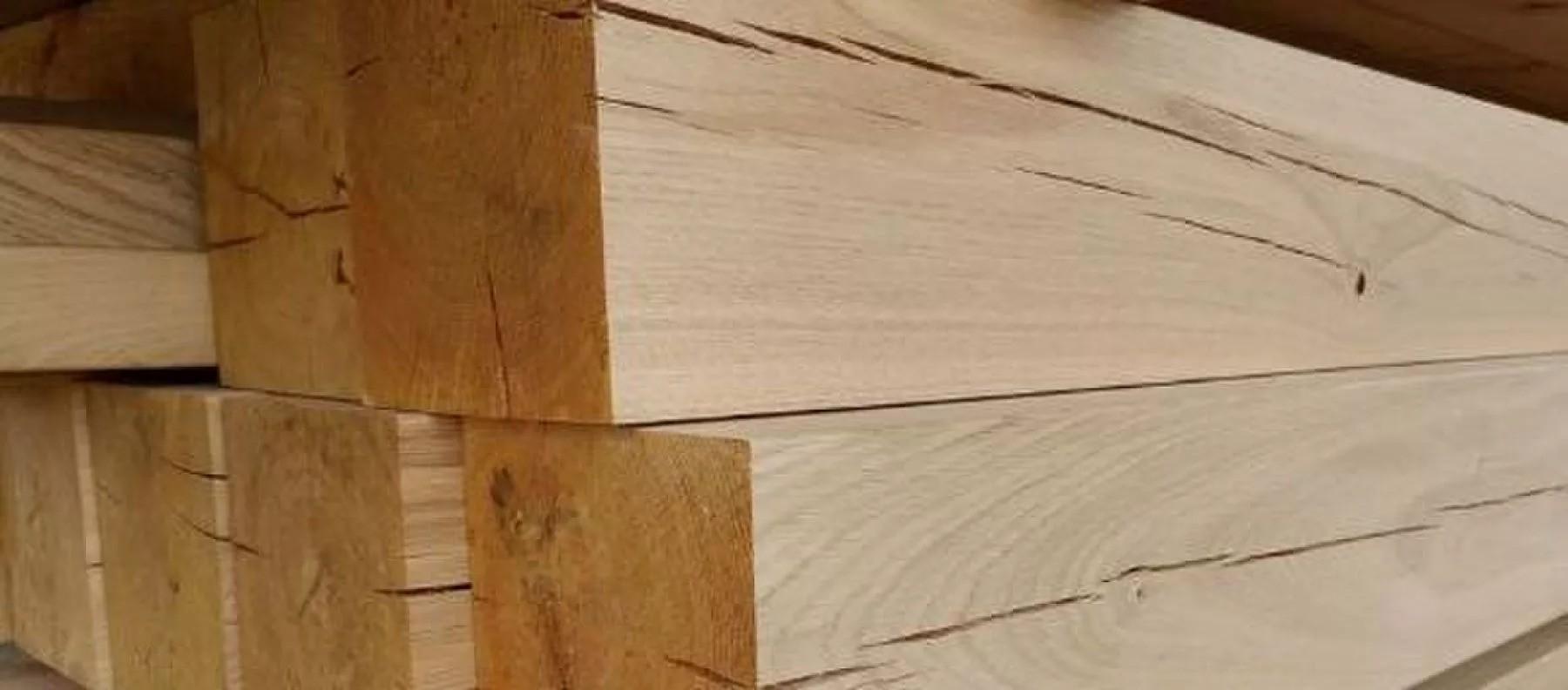 Risse im Holz
