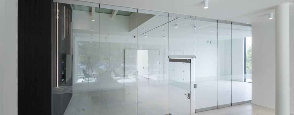 verplaatsbare glaswand voor overlegruimten