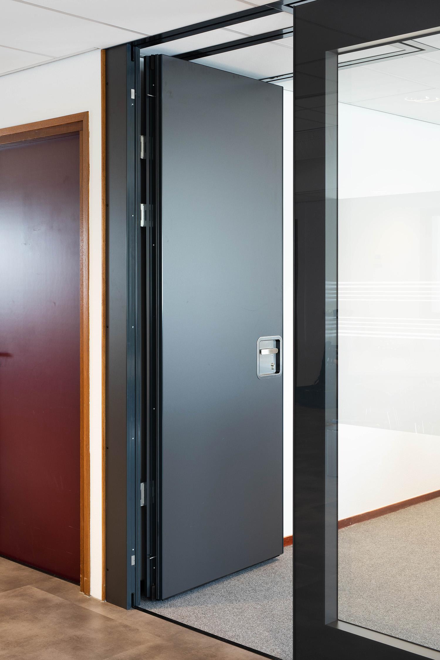 Paneelwand deur