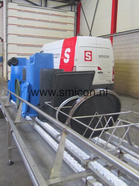 Maschinell reinigen Tonnen und Deckeln