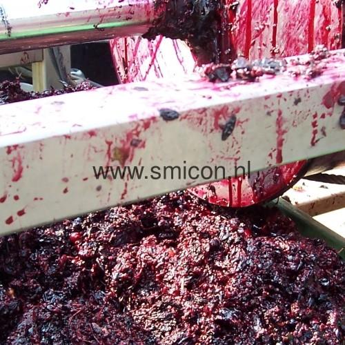 Vegetables processing screw compression filter