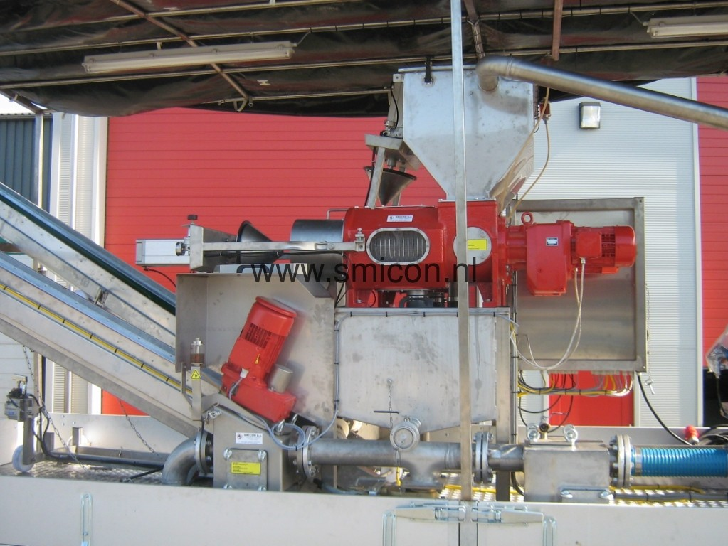 Filtration manure screw compression filter