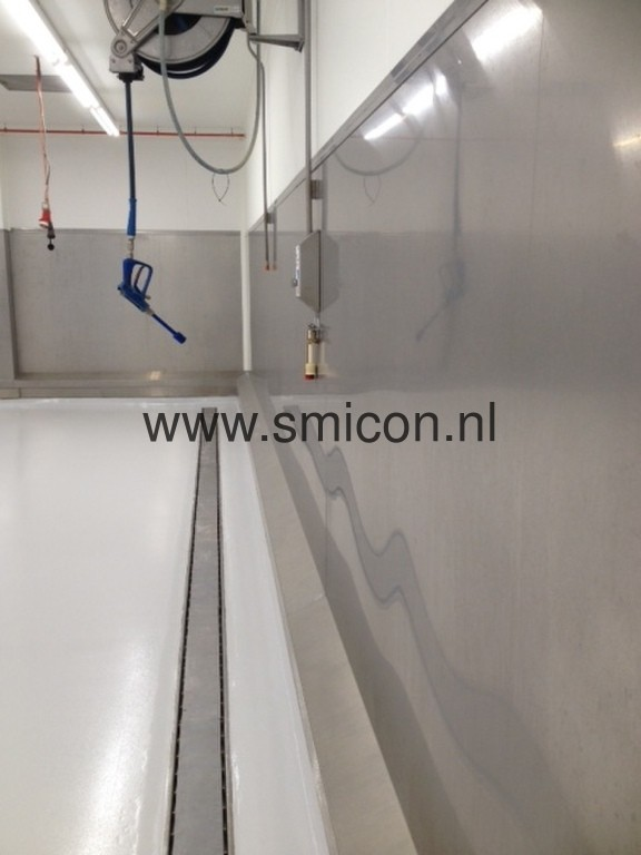 Hygienic stainless steel wall cladding